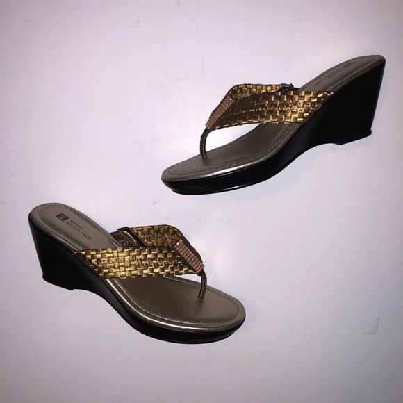3e7c42aeec21b7 White Mountain bronze metallic sandals. M 5af7982c3800c53a30297396
